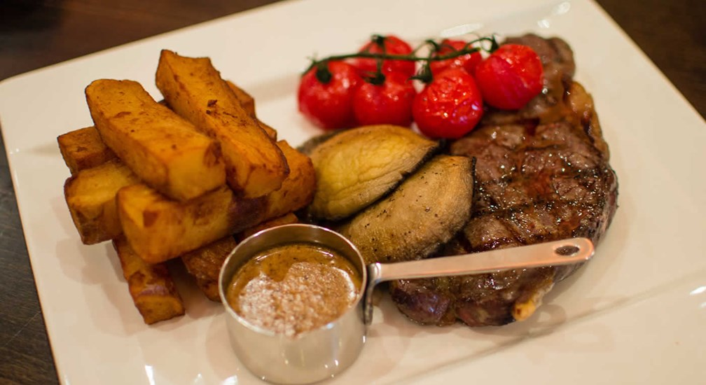 Steak, Chips, Tomatoes, Mushrooms